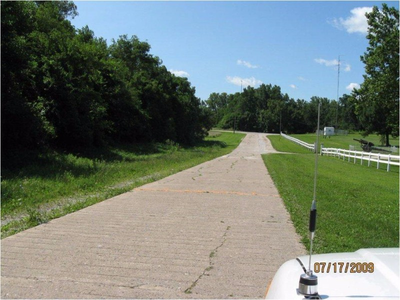 Eddyville-Cemetery-Road-in-2009